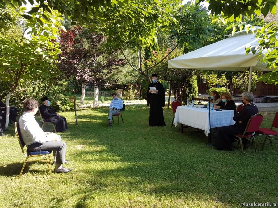 Masa pe roți pentru Bunicii din comunitate. Arhiepiscopia Aradului, din nou în sprijinul persoanelor vulnerabile