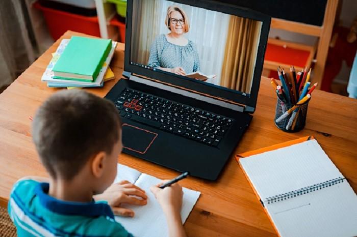 Care sunt regulile pentru orele cu predare online și ce trebuie să știe părinții și elevii