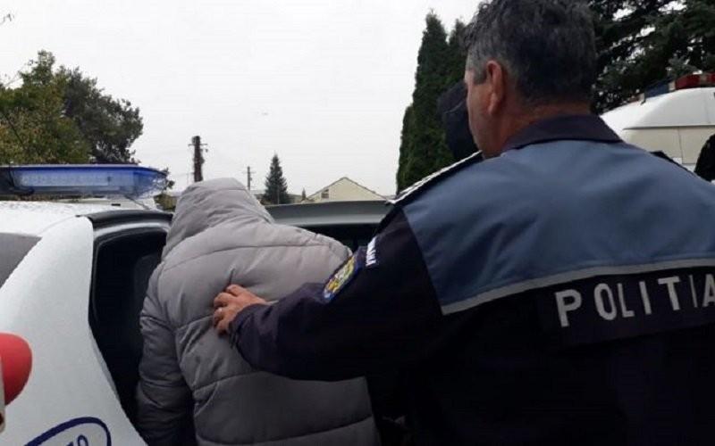 Polițiștii Serviciului de Investigații Criminale au reținut trei arădeni pentru lipsirea de libertate a unei tinere de 21 de ani