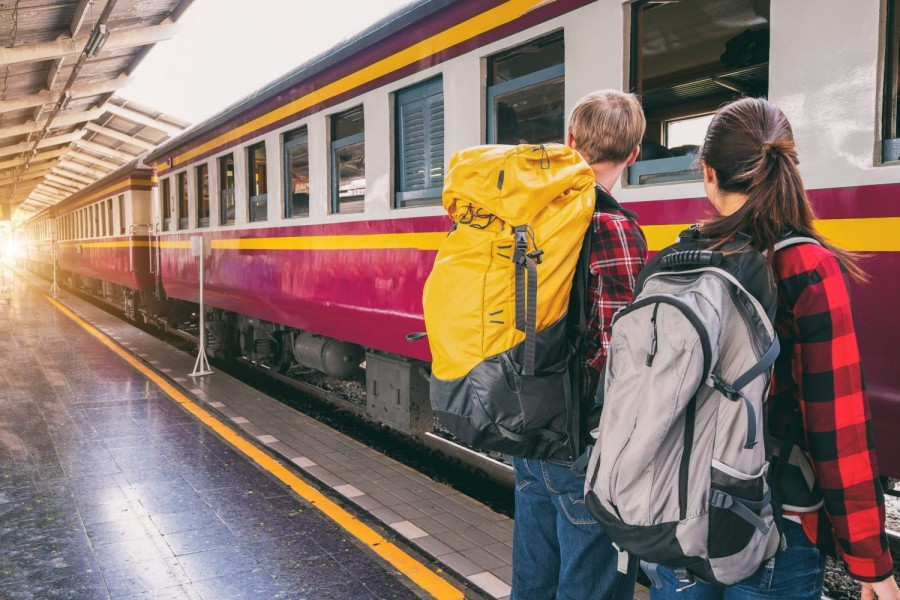 Veste bună pentru elevi și studenți! Biletele gratuite de tren se pot lua, în sfârșit, online sau prin automate de vânzare