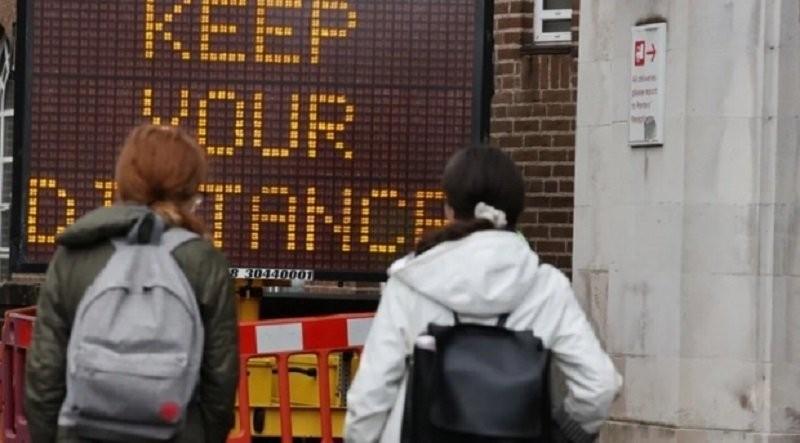 Irlanda, prima ţară din UE ce impune restricţii întregii populaţii. Se interzic vizitele între locuinţe şi depărtarea la 5 km de casă