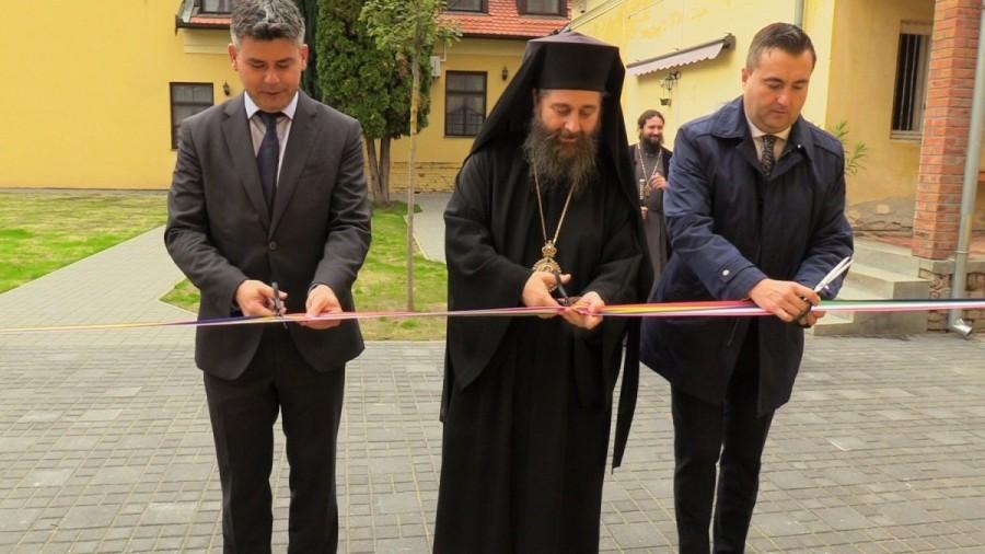 Sfințire, concurs de șah și vernisaj la românii din Gyula, Ungaria