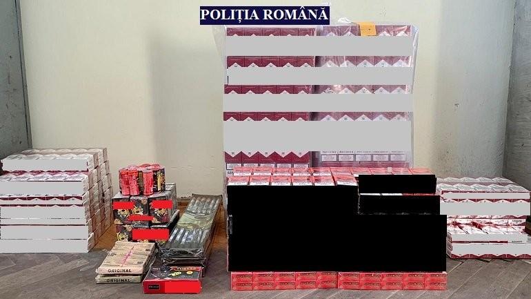 Mii de pachete de țigări și materiale pirotehnice, confiscate de polițiști în urma unor percheziţii domiciliare ce au avut loc, pe raza localității Vânători
