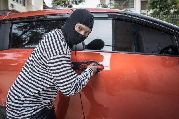 La câte mașini au reușit să dea atacul într-o singură zi patru hoți adolescenți din Sântana