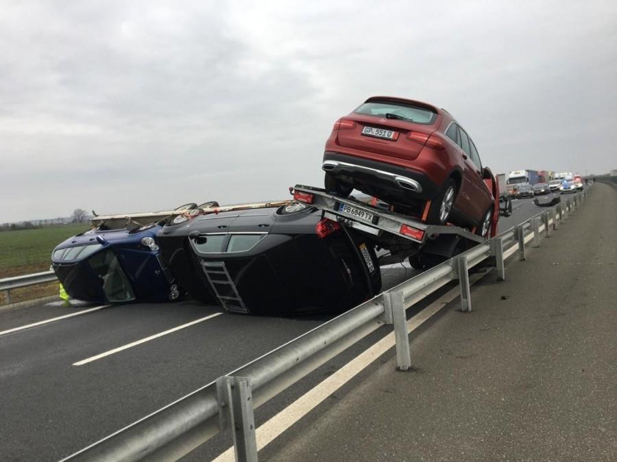 Accident spectaculos pe autostradă; inițial traficul a fost blocat total (FOTO)