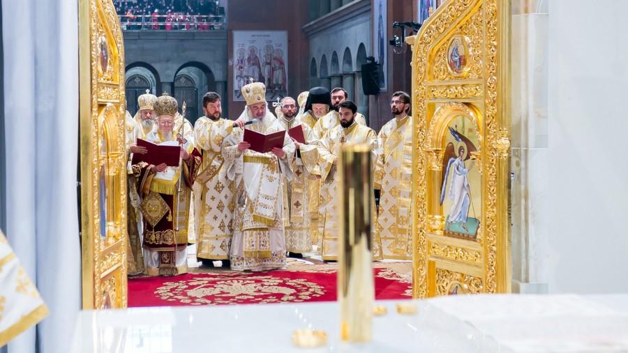 Lista cu numele a peste 350.000 de eroi români, așezată în piciorul Sfintei Mese din Catedrala Națională. 10 lucruri pe care trebuie să le știi despre CMN