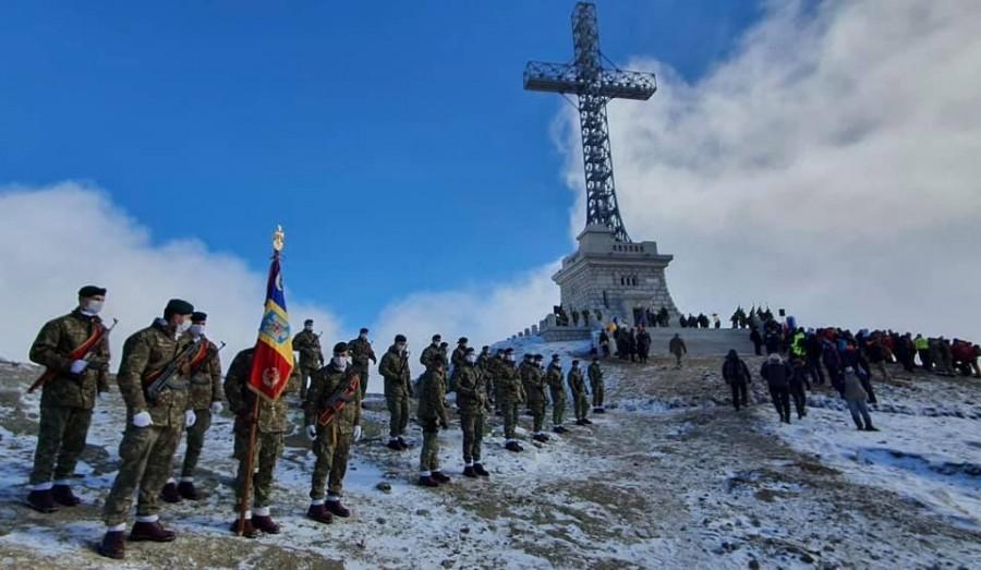 Crucea Eroilor de pe Caraiman, resfințită în ziua de prăznuire a Ocrotitorului României