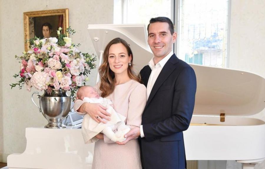 """""""Vă facem cunoștință cu fiica noastră, Maria-Alexandra!"""" – Primele poze cu strănepoata Regelui Mihai"""