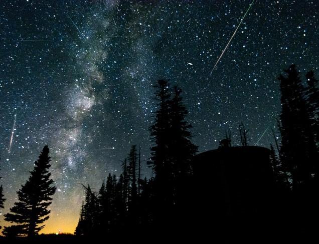 """Anul 2021 va începe cu una dintre """"cele mai spectaculoase ploi de meteoriţi"""""""