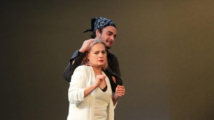"""Teatrul Clasic """"Ioan Slavici"""" își reia activitatea în sălile de spectacol. Programul pentru următoarele două săptămâni"""