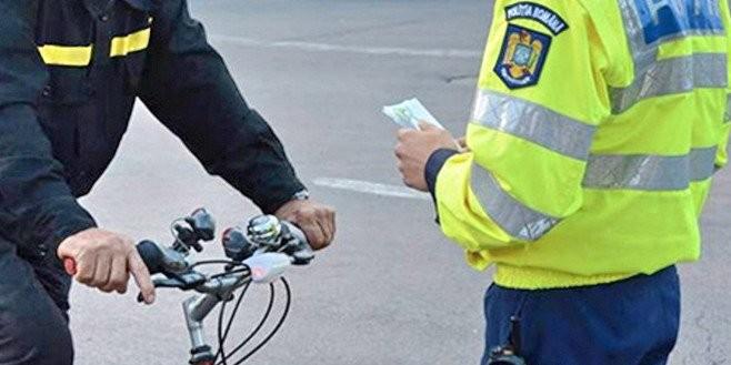 """Bicicliştii """"au fost luaţi la 11 metri"""" de către poliţişti pentru abaterile în trafic"""