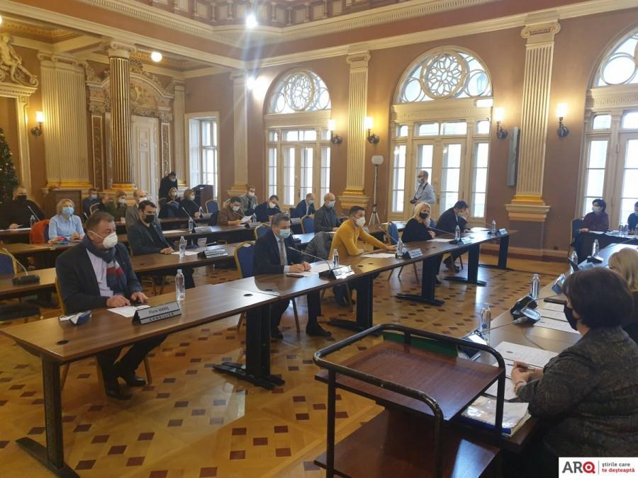 Scurt şi la obiect: cele două proiecte aflate pe ordinea de zi a primei şedinţe CLM a anului au trecut fără probleme (FOTO)