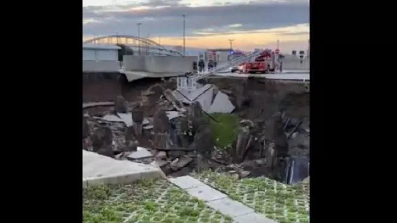 EXPLOZIE uriașă în Italia: Un spital covid din Napoli a fost evacuat. Zeci de mașini au fost prinse sub pământ