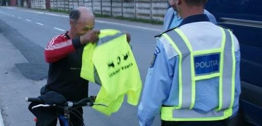 Altă acţiune a poliţiştilor care a vizat bicicliştii; sancţiuni pentru cei care nu aveau lumini şi nici vestă pe timp de noapte