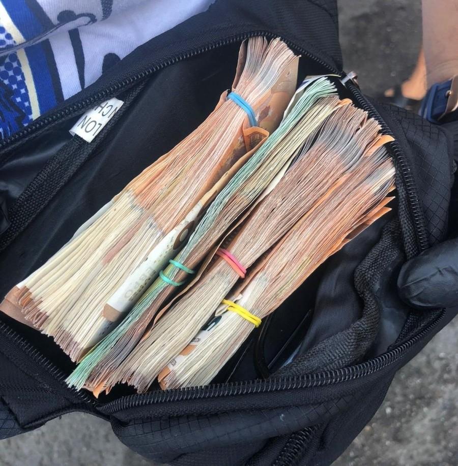 """O borsetă cu 13.000 de euro uitată într-un local din Pecica """"a făcut picioare"""" şi a ajuns tocmai în... Germania"""