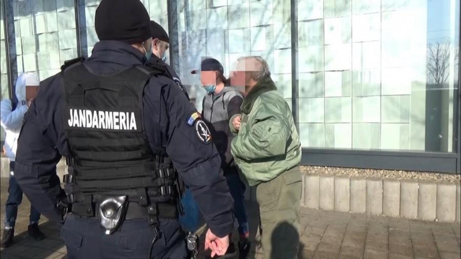 Ca în JUNGLĂ: Scandal în trafic urmat de distrugere şi furt; s-a întâmplat pe Calea Aurel Vlaicu (VIDEO)
