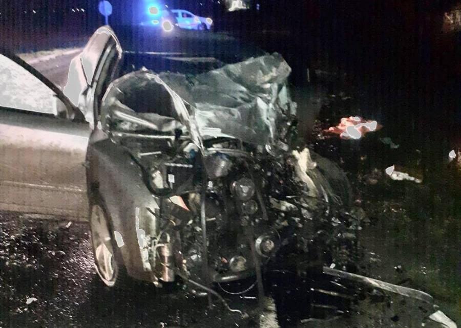Un tânăr de 23 de ani a condus beat şi s-a lovit de lama unei maşini de desăpezire în Timiş