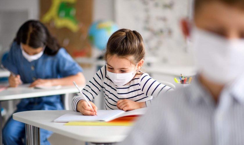 Din 8 februarie se vor deschide majoritatea școlilor