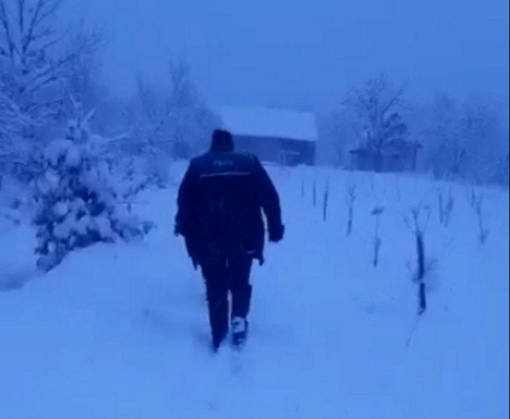 Bărbat dispărut de acasă, găsit după două zile în podul unui grajd părăsit (VIDEO)