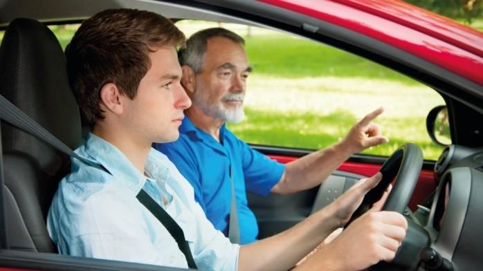 Tinerii defavorizaţi, cu vârsta între 17 şi 25 de ani, pot obţine gratuit permisul de conducere