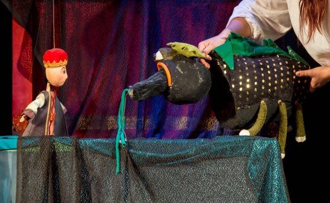 """O nouă duminică, un nou spectacol pe scena Trupei Marionete Arad: """"Zâna Lacului"""", în regia Mariei Gornic"""