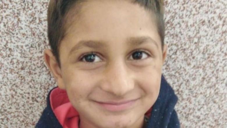 Căutarea copilului de 7 ani dispărut în urmă cu o lună a fost oprită, dar continuă cercetările