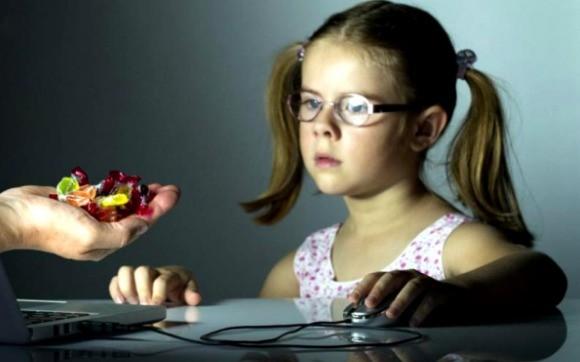 """""""Poveşti peste care nu poţi trece"""" - Campanie lansată de Salvaţi Copiii, pentru creşterea raportării conţinutului pornografic infantil din mediul online"""