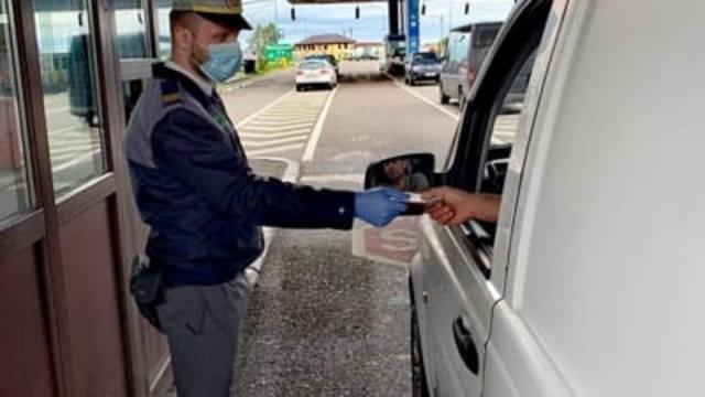 Microbuz de 20.000 de euro, oprit de polițiștii de frontieră de la PTF Nădlac