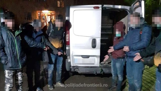 Trei copii din Afganistan au fost descoperiți printre bagaje, la Nădlac