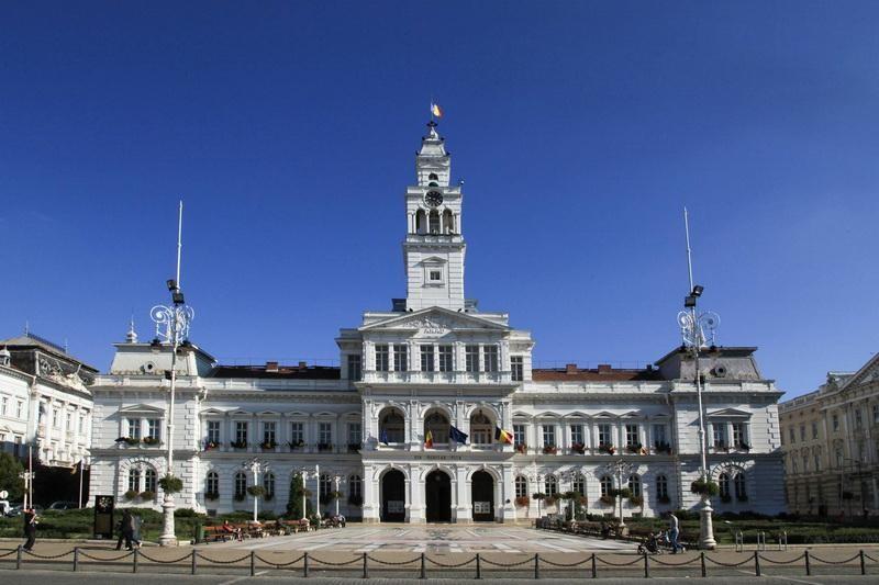Încă trei luni pentru aparatele de aer condiţionat de pe faţadele clădirilor din zona protejată a municipiului