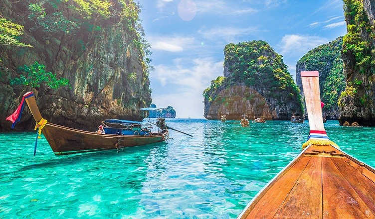 Thailanda intenționează să primească turiști vaccinați fără restricții
