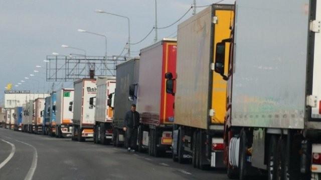 Aglomerație la Nădlac II. Se fac controale amănunțite la camioane