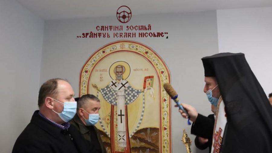 """Biserica în comunitate. Cantina Socială """"Sfântul Ierarh Nicolae"""" a Arhiepiscopiei Aradului, renovată integral și sfințită"""