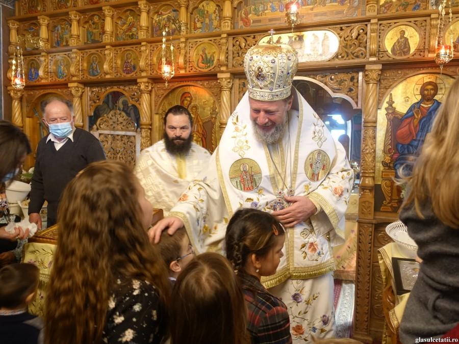 ÎN IMAGINI - Liturghie Arhierească în Duminica Lăsatului sec de carne, la Mănăstirea Feredeu