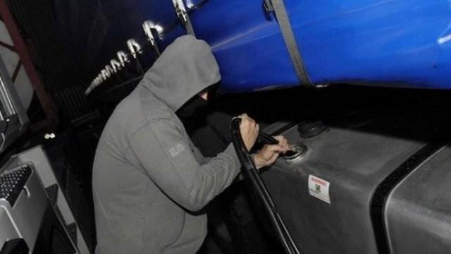 Ucrainean prins în flagrant în timp ce fura 220 de litri de motorină
