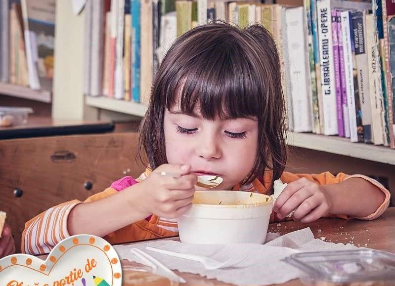 """""""Porţia de bunătate"""" - campanie pentru mese calde şi educaţie remedială destinate unor copii vulnerabili"""