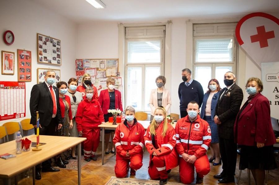 Vizită regală la filiala din Arad a Crucii Roşii şi Secţia Pediatrie II