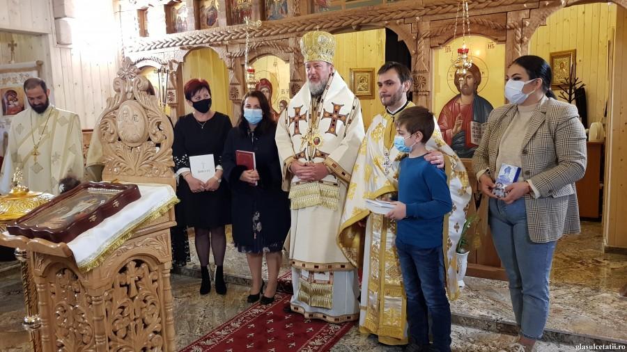 (FOTO) Liturghie Arhierească, alinare, bucurie și aniversare la Paraclisul din incinta Clinicii Laser System din Vladimirescu, în Duminica a V-a din post