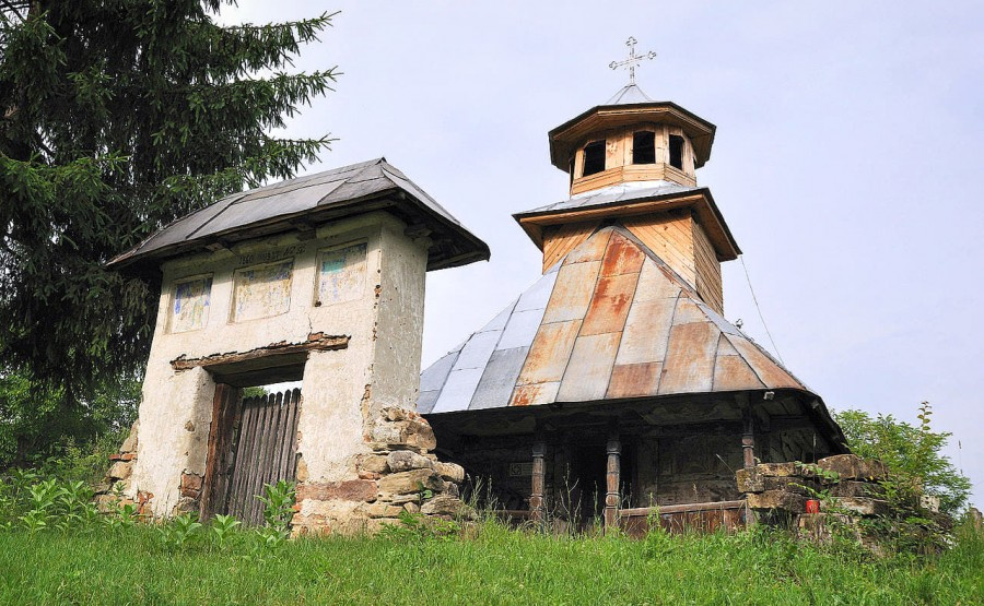 """Semnal de alarmă: """"Gorjul deține cele mai multe biserici de lemn din țară, dar nu suntem în stare să le salvăm!"""" - Asociația Culturală Tătărescu"""