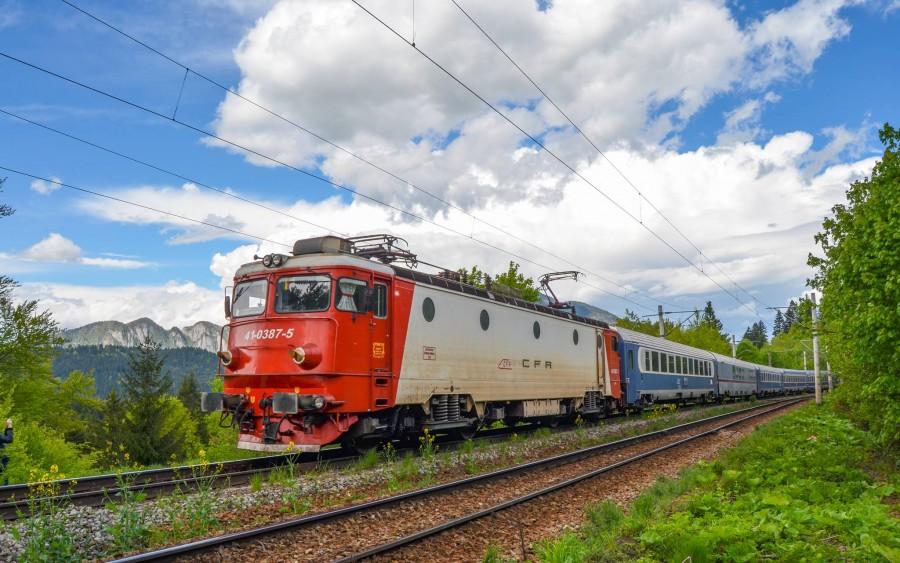 CFR introduce trenuri speciale către mare, în minivacanța de Paște