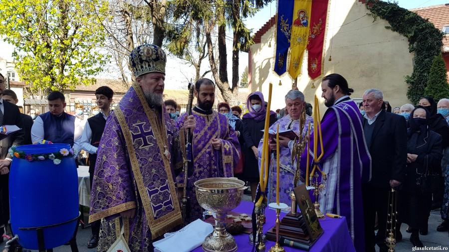 (FOTO) Sfântul Gheorghe - ajutor în biruințele noastre duhovnicești. Biserica din Aradul Nou și-a serbat hramul