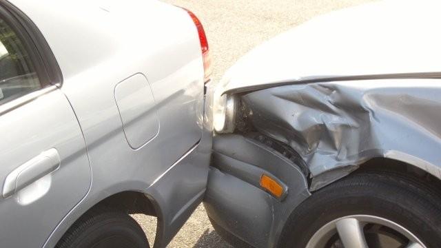 Un tânăr din Kosovo a condus fără permis și a provocat un accident pe strada Andrei Șaguna