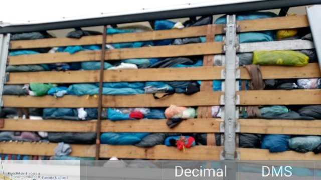 Controale ale Gărzii de Mediu în PTF Nădlac I și II: 16 tone de deșeuri textile au fost oprite la graniță
