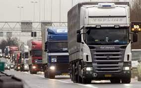 Transportatorii de marfă vor circula, vineri, cu viteză redusă pe cele mai importante artere din ţară