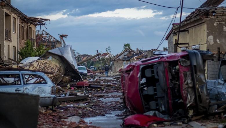 Efectele devastatoare ale tornadei din Cehia: trei morți, zeci de răniți, localități distruse
