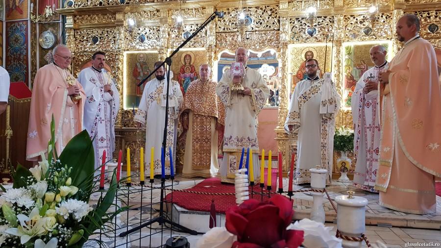 (FOTO) Sfinții români au sfințit glia neamului românesc, din care au înflorit prin harul lui Dumnezeu crinii Bisericii - PS Emilian Crișanul în Parohia Șimand