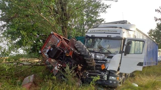 Accident cu autocamion și tractor pe DN7, la Nădlac