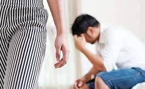 Luat la bătaie de soție, un bărbat a sunat la Poliție