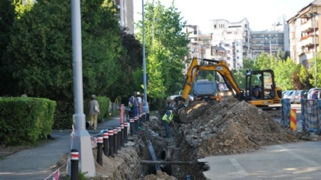 Continuă lucrările la reţeaua de apă potabilă de pe Calea Iuliu Maniu