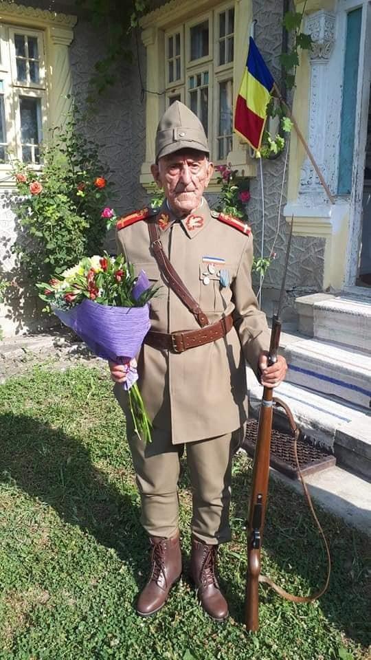 Veteranul de război maior (rtr.) Ion Banu, sărbătorit la împlinirea venerabilei vârste de 103 ani